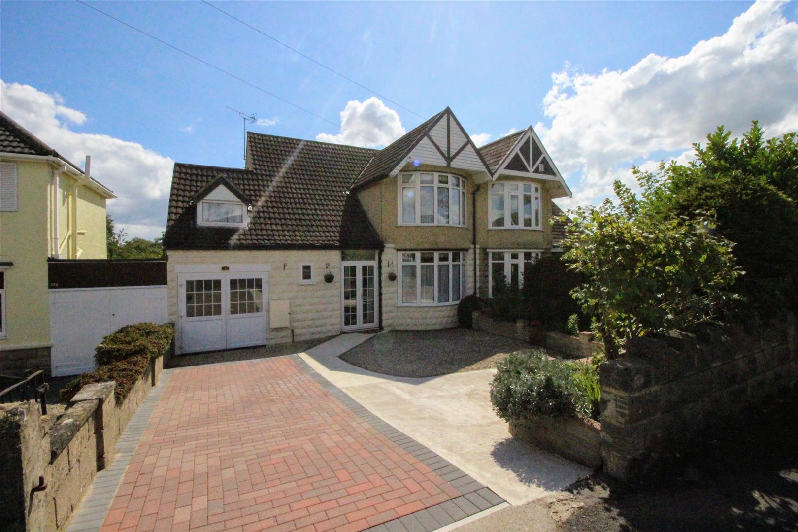 3 Bedrooms Property for sale in Marlborough Road, Swindon